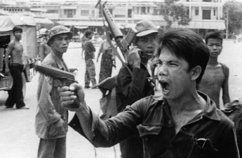 Khmer_Rouge_soldiers_2